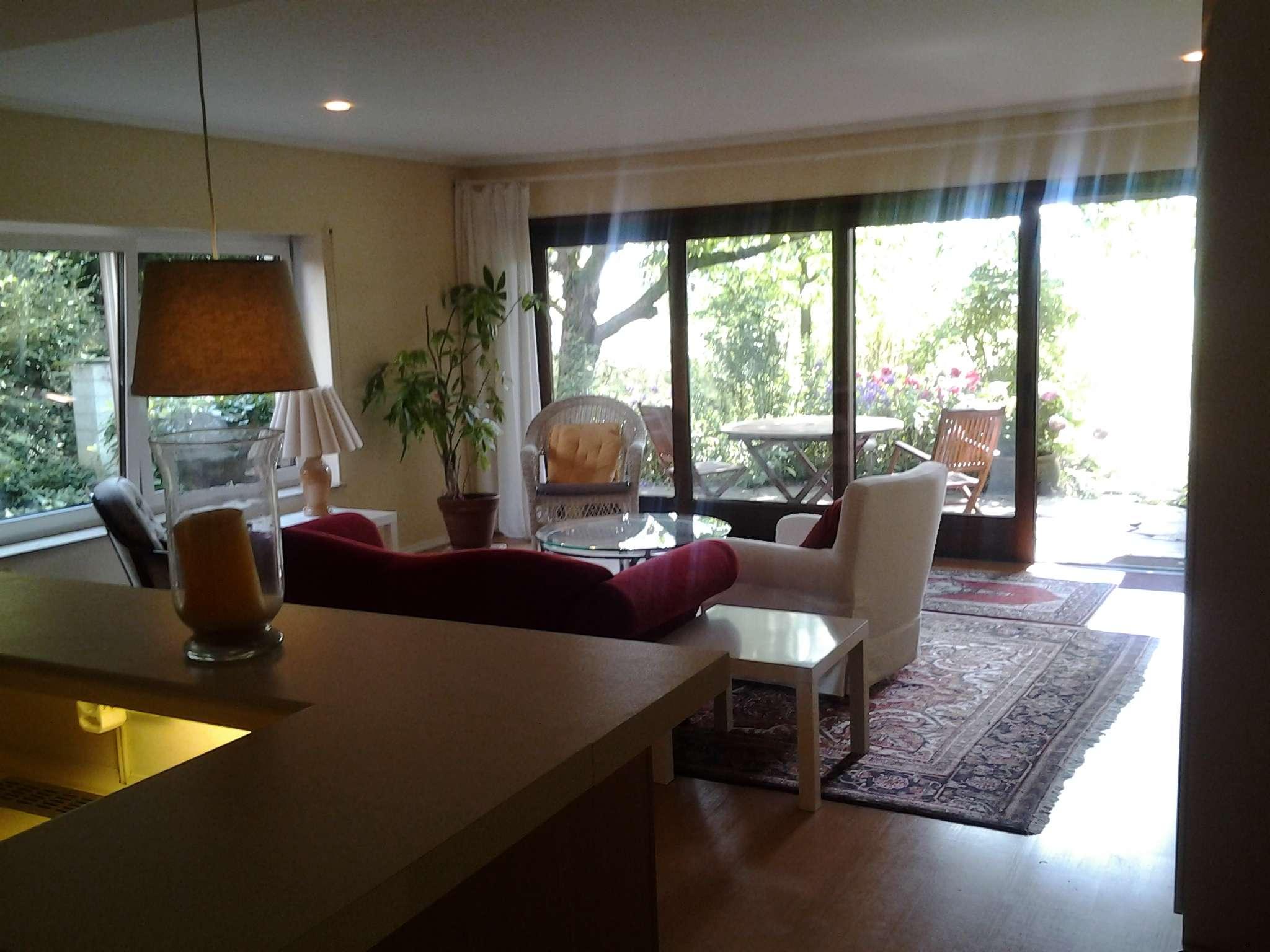 Gepflegtes 1,5-Zimmer-Wohnung, möbliert, mit kompl.Einbauküche, großzügiger grüner Terrasse in