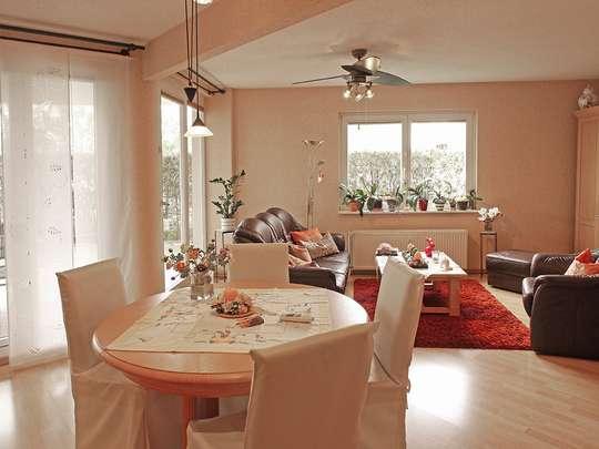 Moderne 3-Zim.-Wohnung mit PKW-Stellplatz und Garten - Bild 2