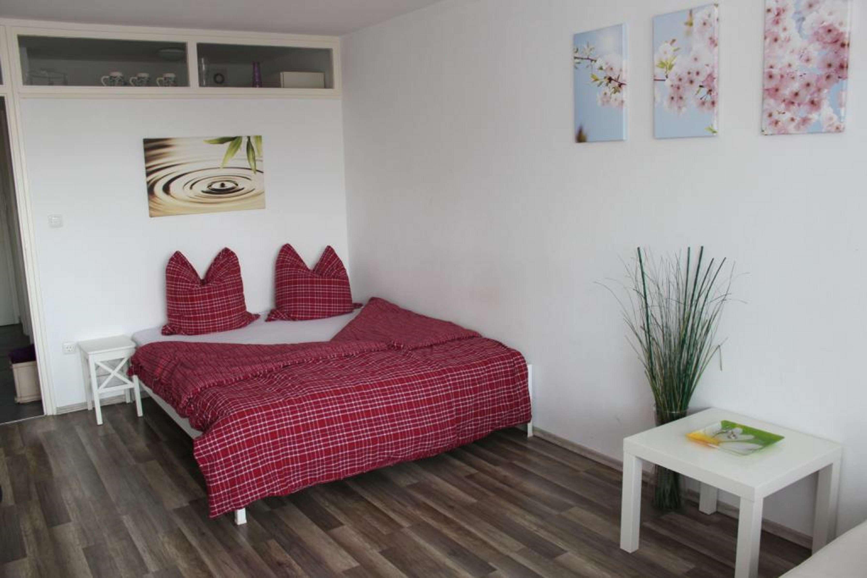 Modernisierte 1-Raum-Wohnung mit Balkon und EBK in München-Berg am Laim in