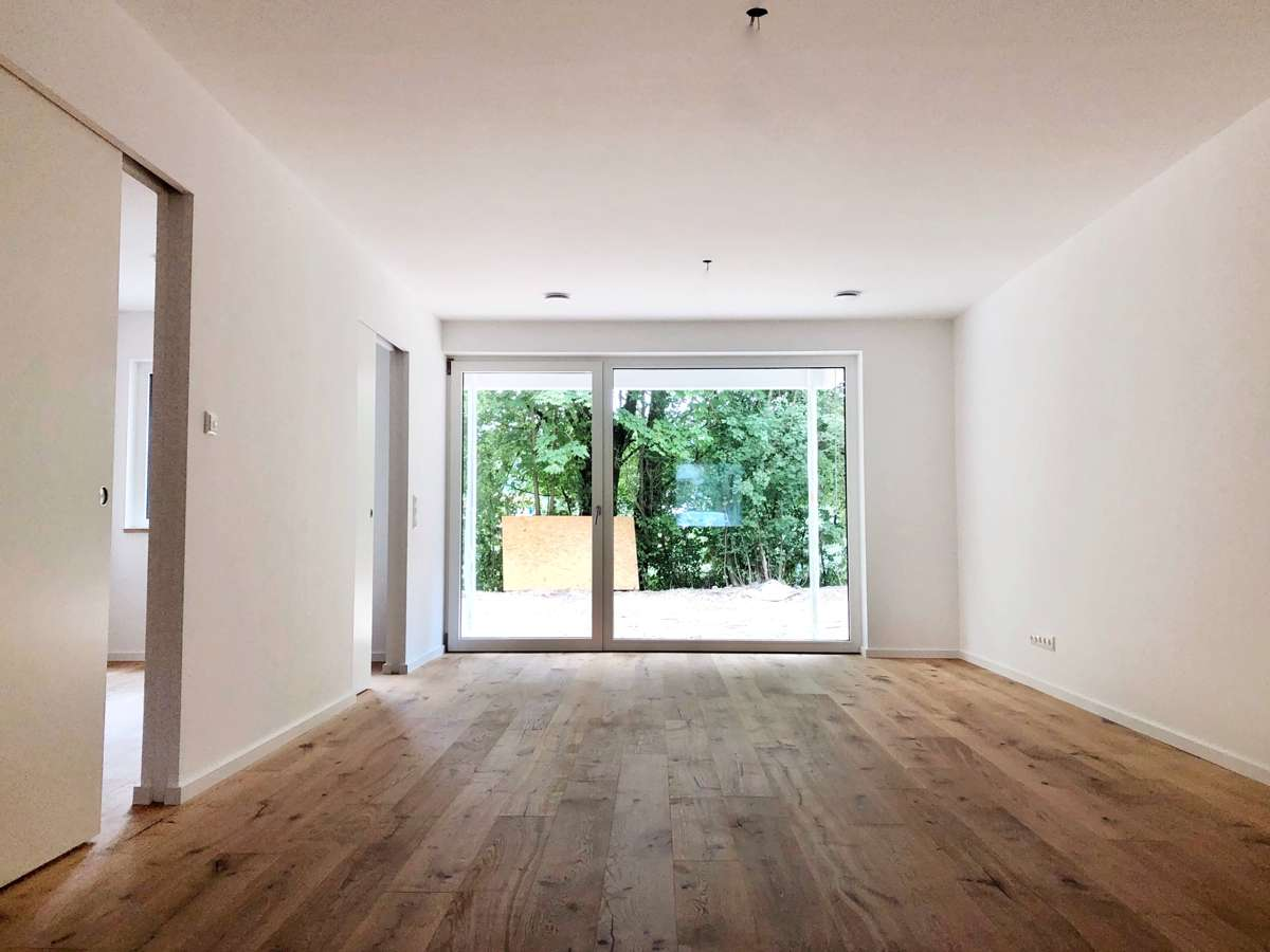 Wohnkonzept 50+ barrierefreie 2-Zi.-Wohnung mit EBK, Terrasse u. Gartenanteil in Ergolding in West (Landshut)