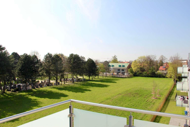 Wunderschöne Zwei Zimmer Dachgeschosswohnung mit Alpenblick in Feldkirchen, Kreis München