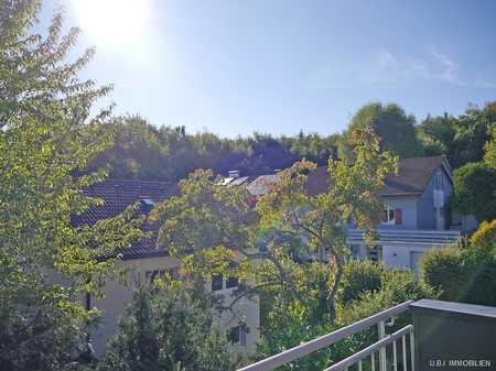 GEPFLEGT - ELEGANT - RUHIG 2,5-Zi. Dachgeschosswohnung mit Terrasse nach Süden in gehobener Wohnlag in Tutzing