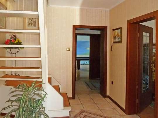 Einladendes Wohnhaus mit großer Schwimmhalle - Bild 5