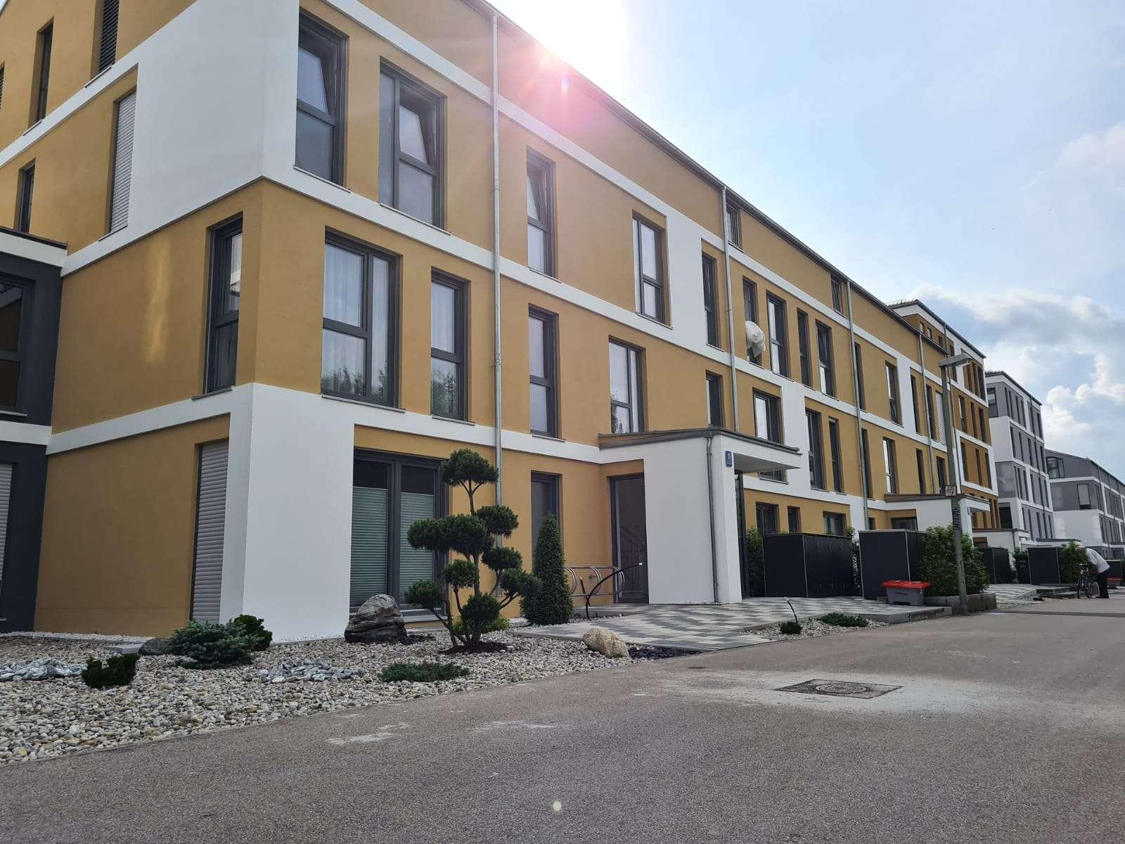 Stilvolle, luxuriöse, helle undExklusive, neuwertige 3-Zi-Wohnung m. Balkon und EBK in A-Göggingen in