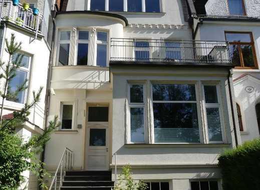Hochwertige Drei-Zimmer-Wohnung mit Balkon und Garten in Altbremer Haus im Peterswerder