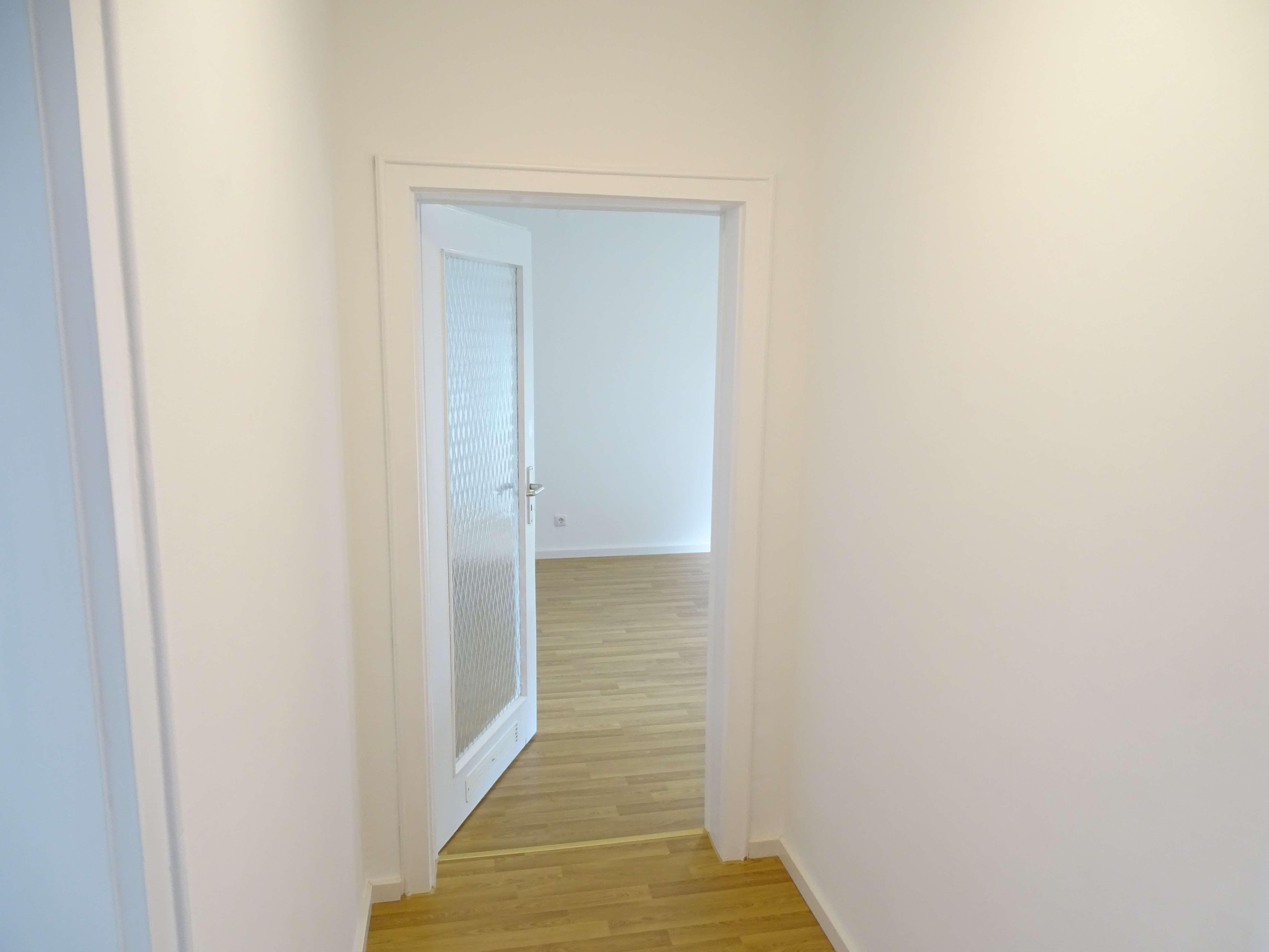 Erstbezug nach Renovierung: 2-Zimmer Wohnung mit zusätzlicher großer Wohnküche