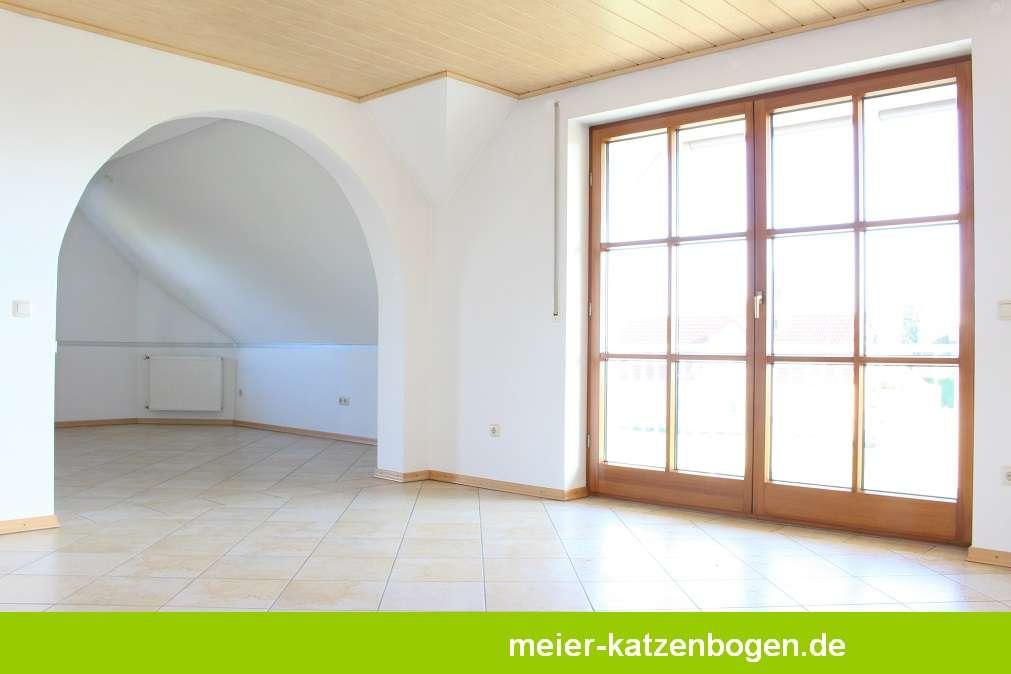 Große Obergeschosswohnung mit Balkon und Loggia in Neuburg an der Donau