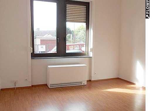 Großzügige, renovierte 4-Zimmer-Wohnung mit Garten in schönem Altbau und zentraler Lage.