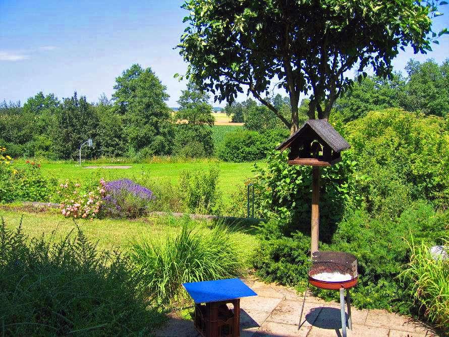2,5-Zimmer-Wohnung mit EBK, eigenem Garten, zusätzlichem Keller & Hauswirtschaftsraum in Obertraubling