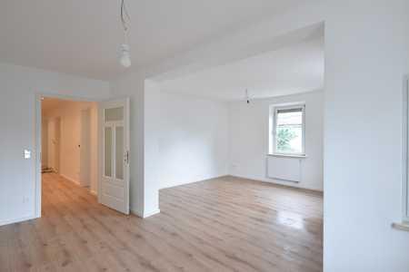 Kernsanierte 4,5-Zimmer-Altbauwohnung mit Einbauküche in Augsburg Pfersee in Pfersee (Augsburg)