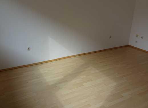 Sofort Einziehen: Renovierte 2 Z. Wohnung m. Kochecke