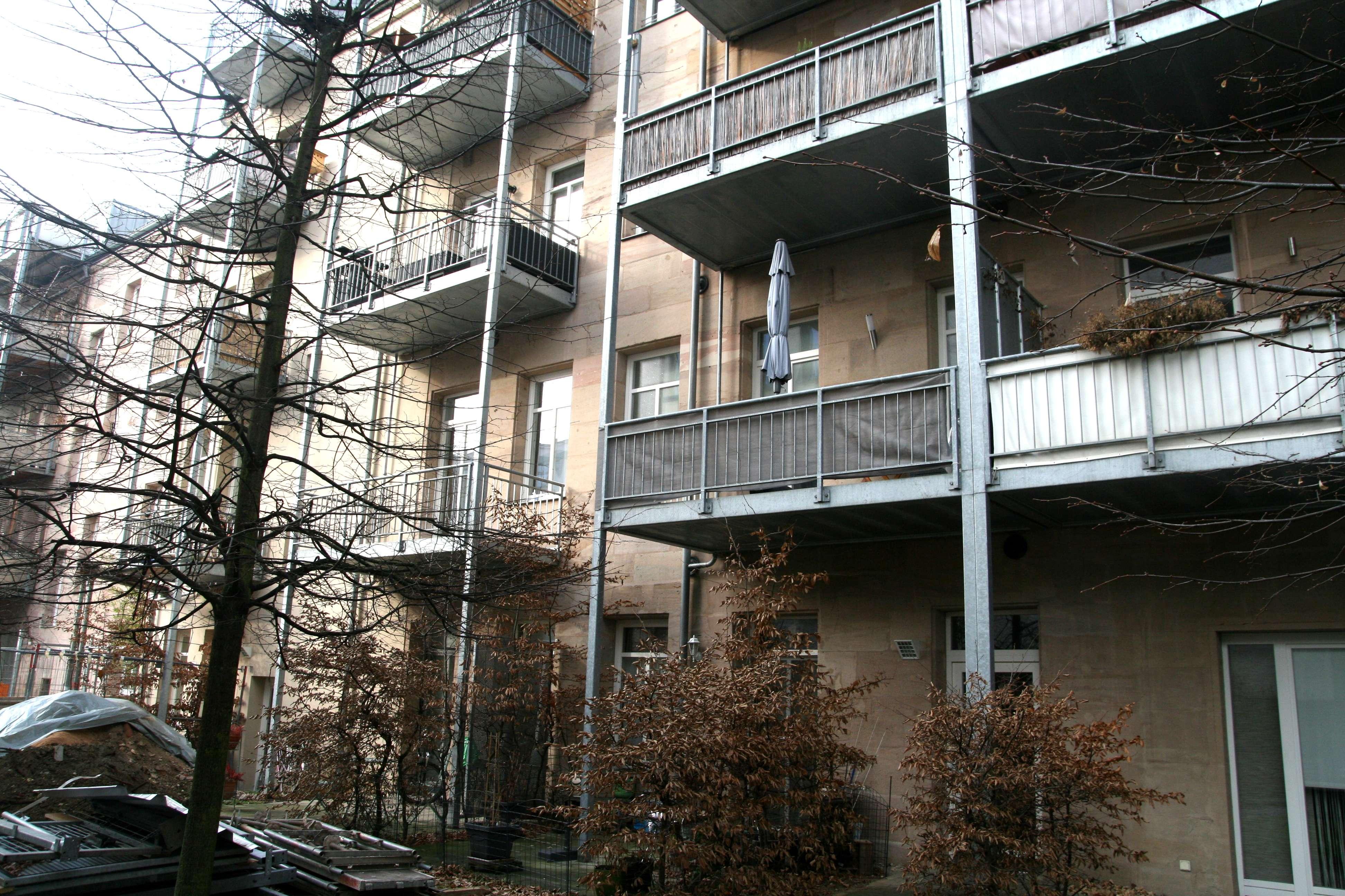 Schöne 2-Zimmer Wohnung am Stadtpark mit Einbauküche und Carport in Stadtpark / Stadtgrenze (Fürth)