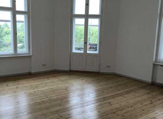 Schöne, geräumige drei Zimmer Wohnung in berliner Altbau