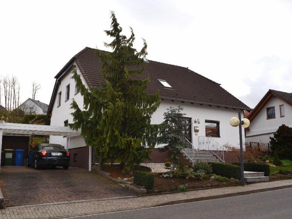 01-Wohnhaus mit Carport