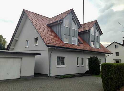 Schöne, gepflegte 3,5-Zimmer-Dachgeschosswohnung über 2 Etagen mit Balkon in ruhiger Lage