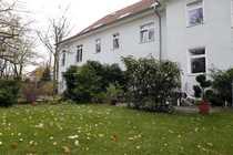 Bild Doppelhaushälfte mit drei Wohnungen & Sonnengarten, 318 qm Wfl., 659qm Grundstück, 3 Stellplätze