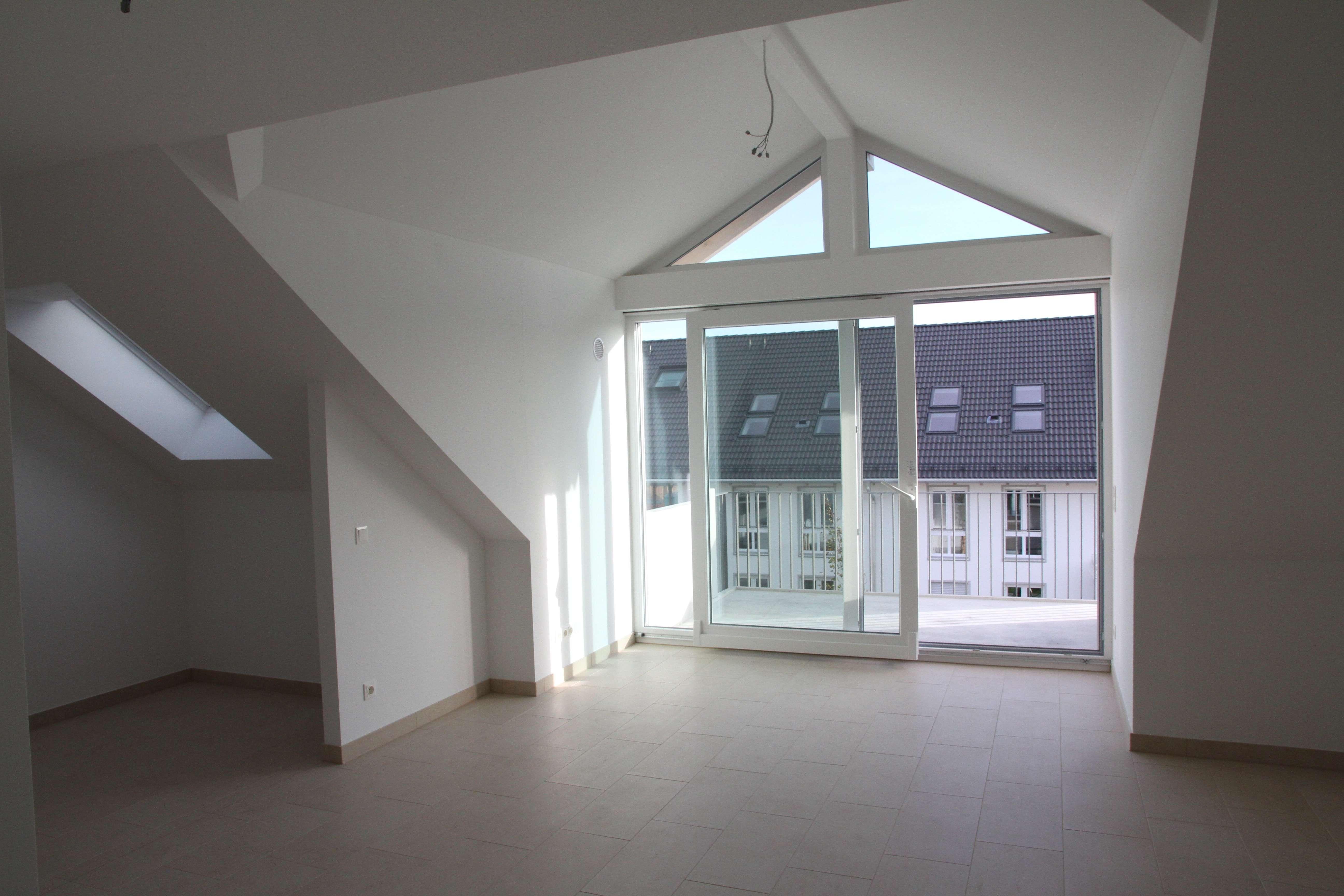 Moderne, neuwertige 2-Zimmer-Dachgeschosswohnung mit Balkon und EBK in Haar-Salmdorf in Haar (München)