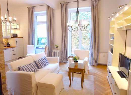 Exklusive 2-Zimmer-Wohnung mit eigenem Garten, Gartenhaus, Kamin und Einbauküche in Frankfurt