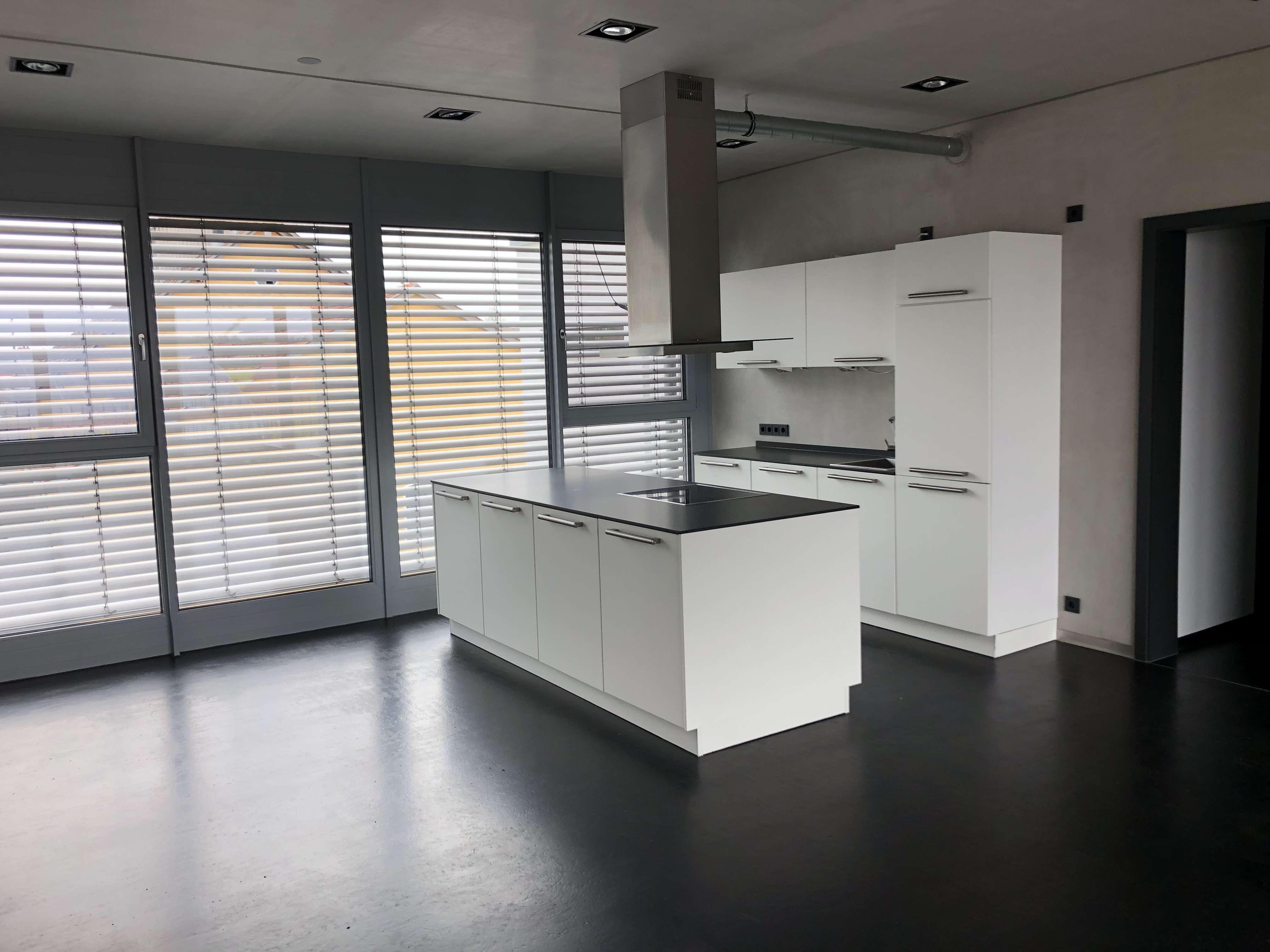Neuwertige 2,5-Zimmer-Wohnung mit Balkon und EBK in Ursensollen in
