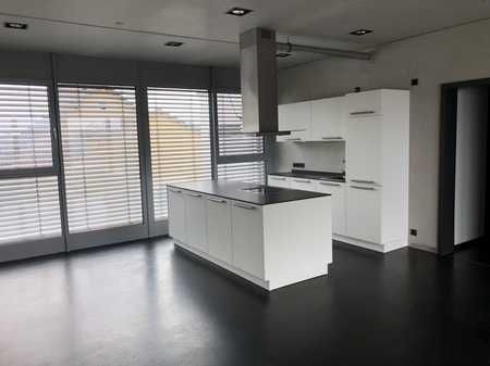 Neuwertige 2,5-Zimmer-Wohnung mit Balkon und EBK in Ursensollen in Ursensollen