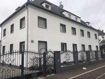 Stilvolle vollständig renovierte 2 5-Zimmer-DG-Wohnung