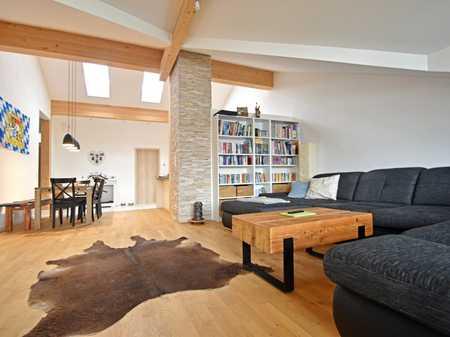 Helle und großzügige 4-Zimmer-Dachgeschosswohnung mit schönem Süd-Balkon in Egmating in Egmating