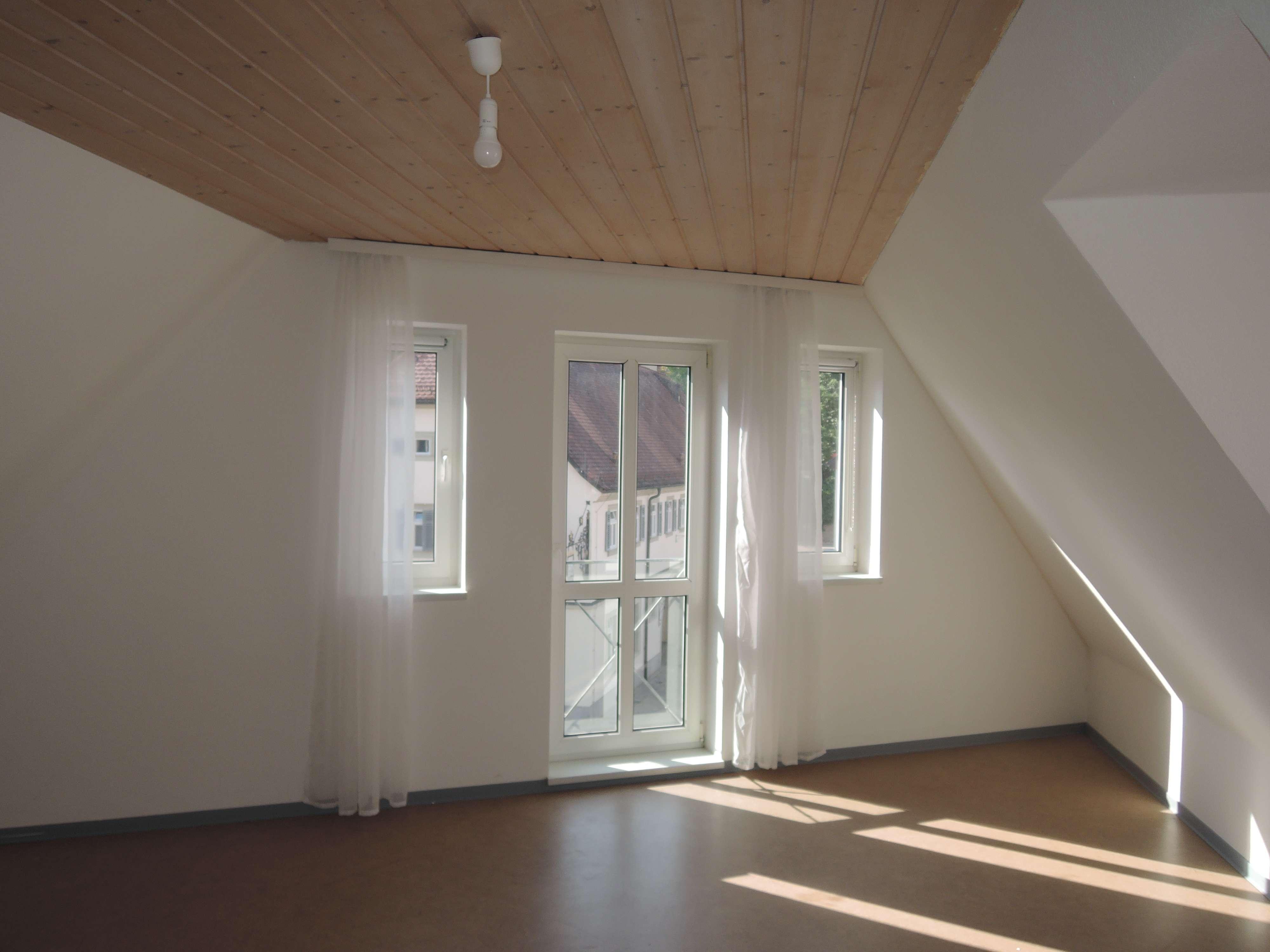 Dachgeschosswohnung im Zentrum von Höchberg! in