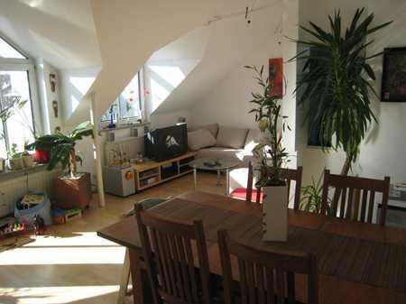 schicke 3-Zimmer-Wohnung DG-Wohnung mit großem Bad und Küche in schöner Lage in Obermenzing (München)