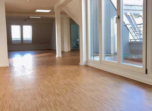 Erstbezug - Dachgeschoss, lichtdurchflutet - riesiges Wohnzimmer - 4 Zimmer, 2 Bäder, moderne EBK