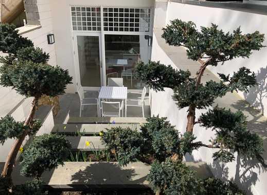 Elegante 2-Zimmer-Wohnung mit Senkgarten in charmantem Altbau