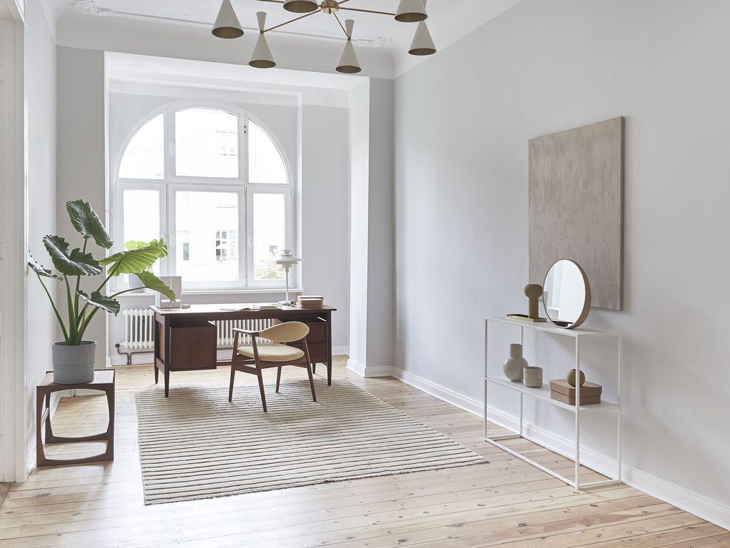 4 zimmer altbauwohnung mit deckenstuck und balkon nahe. Black Bedroom Furniture Sets. Home Design Ideas
