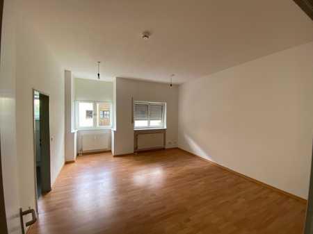 Helle Schöne Wohnung mit Einbauküche und Stellplatz - ab sofort in Kumpfmühl-Ziegetsdorf-Neuprüll (Regensburg)