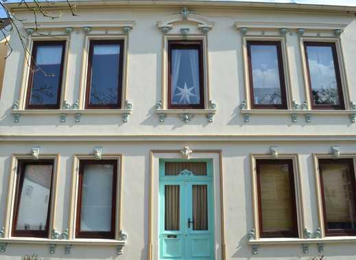 Stilvolle Altbauwohnung in wunderschöner Villa mit Traumgarten in sehr zentraler Lage!