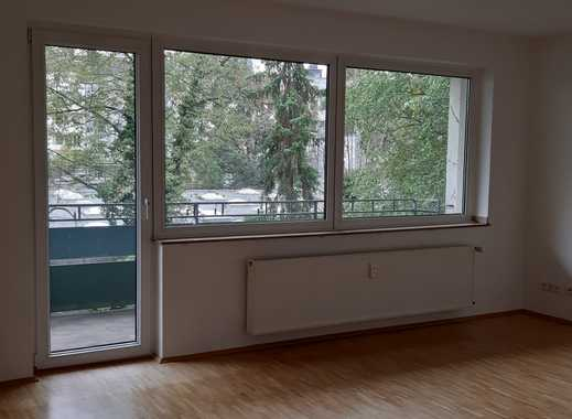 Großzügige renovierte 4 Zimmer Wohnung inmitten der Stadt