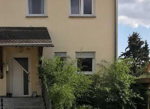 ***Großzügige Doppelhaushälfte mit Einliegerwohnung und kleinem Garten***