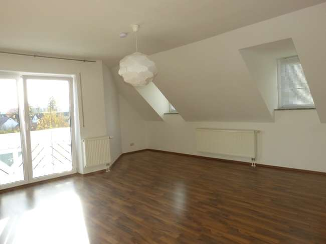 Großräumig, hell, behaglich: schöne Dachgeschoßwhg. 3ZKB mit Balkon, etc.+ Garage + viele Extras! in Neunburg vorm Wald