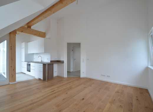 Exklusive, neuwertige 2-Zimmer-DG-Wohnung mit Balkon und EBK in Obergiesing, München