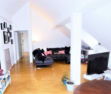 Helle, großzügige 2-Zimmer Dachgeschoss-Wohnung in Bogenhausen in Bogenhausen (München)