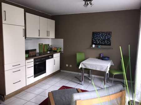 Gepflegte helle 1,5-Zimmer-Wohnung mit kleinem Balkon, inkl. Tiefgaragenstellplatz in Göggingen