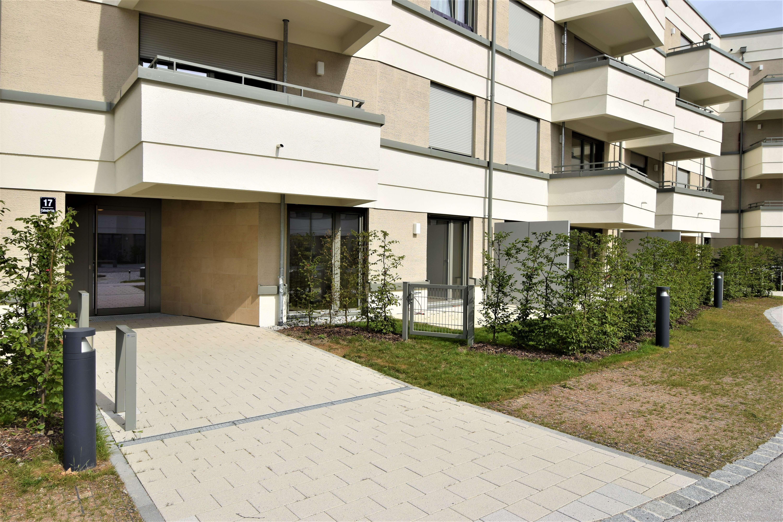 Traumhaftes möbliertes 1,5 Zi. Apartment mit Terrasse! Erstbezug! 2 Min. zur S-Bahn Aubing!!!
