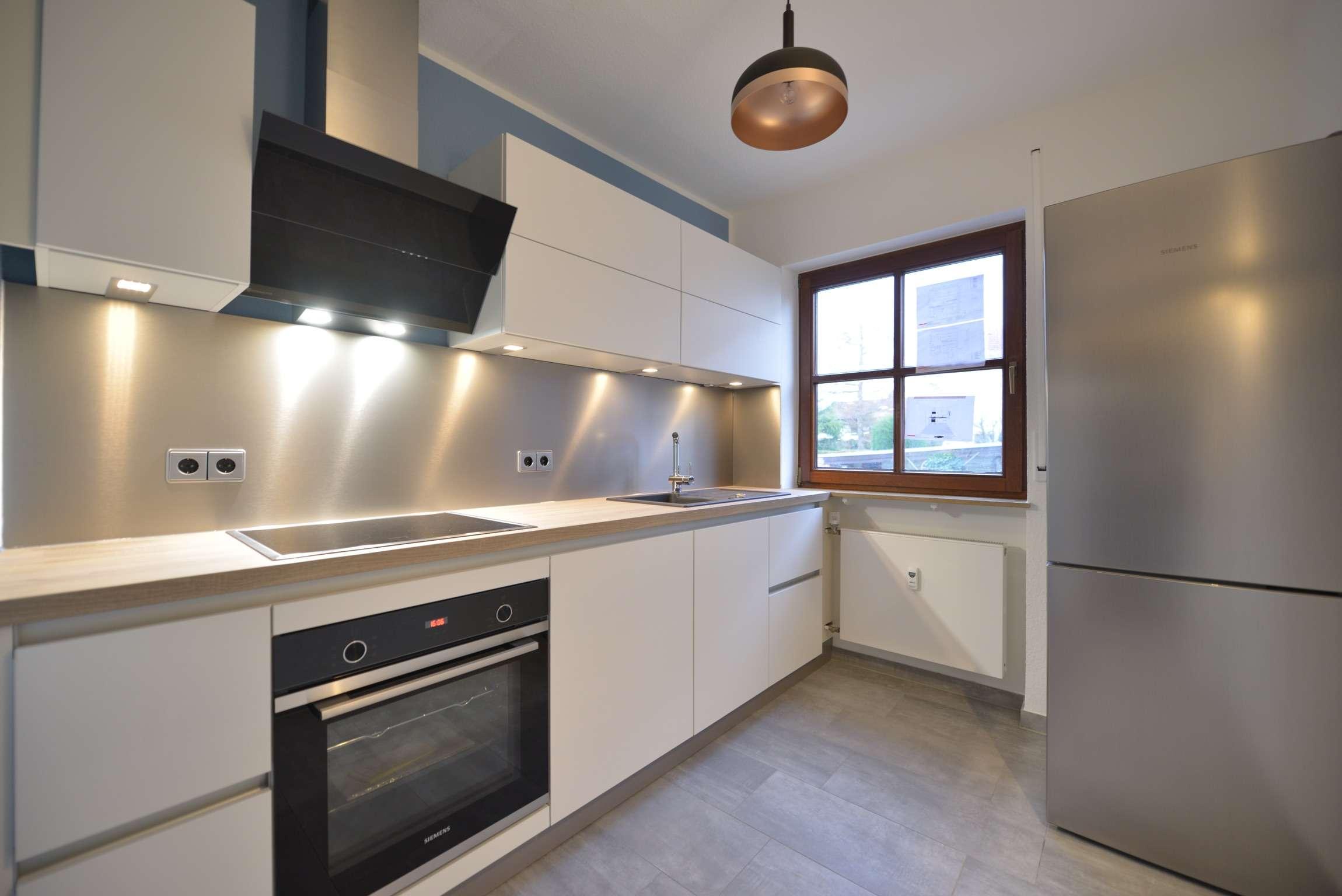 Sanierte Wohnung mit Einbauküche und Terrasse: stilvolle helle 2,5-Zimmer-EG-Wohnung/Erlangen in Alterlangen (Erlangen)