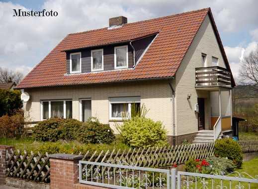*Zwangsversteigerung* Einfamilienhaus mit Anbau in Nieder-Wiesen
