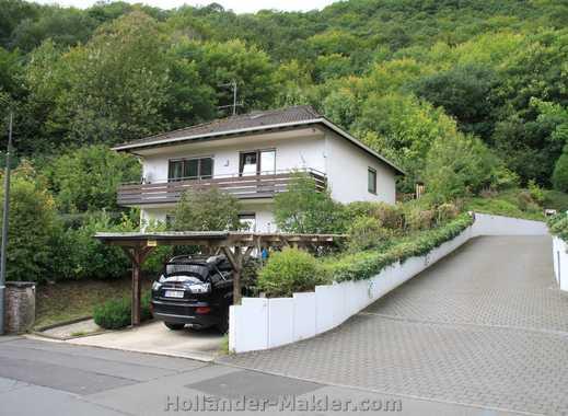 Freistehendes Haus mit Balkon und Garten