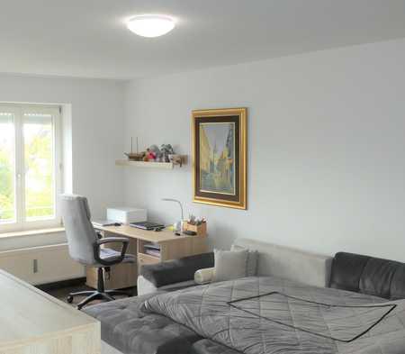 Freundliche 1-Zimmer-Wohnung mit Einbauküche und großem Balkon in Wartenberg (Erding)