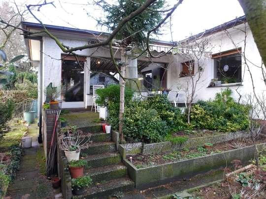 Sanierungsbedürftiger Winkelbungalow im Rudower Blumenviertel - Bild 3