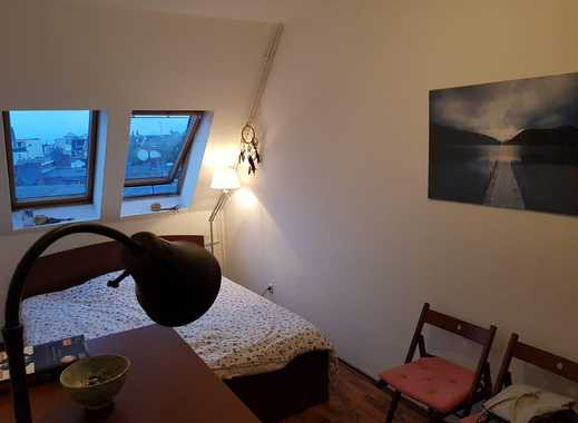 Möbliertes 20 qm Zimmer, sanierter Altbau mit Dachterrasse
