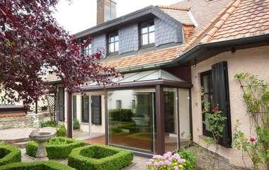 Exklusives Anwesen in begehrter Wohnlage, optional mit separater ELW!