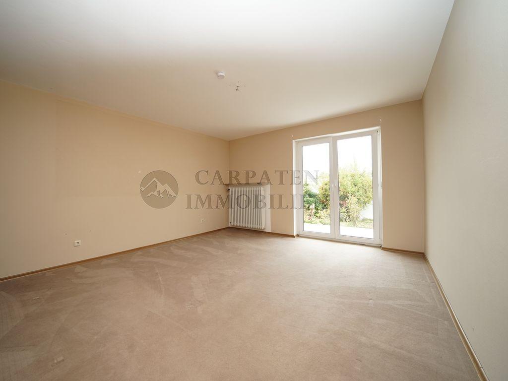 4-Zimmer Wohnung mit Garten, Terrasse, Keller und Garage ...