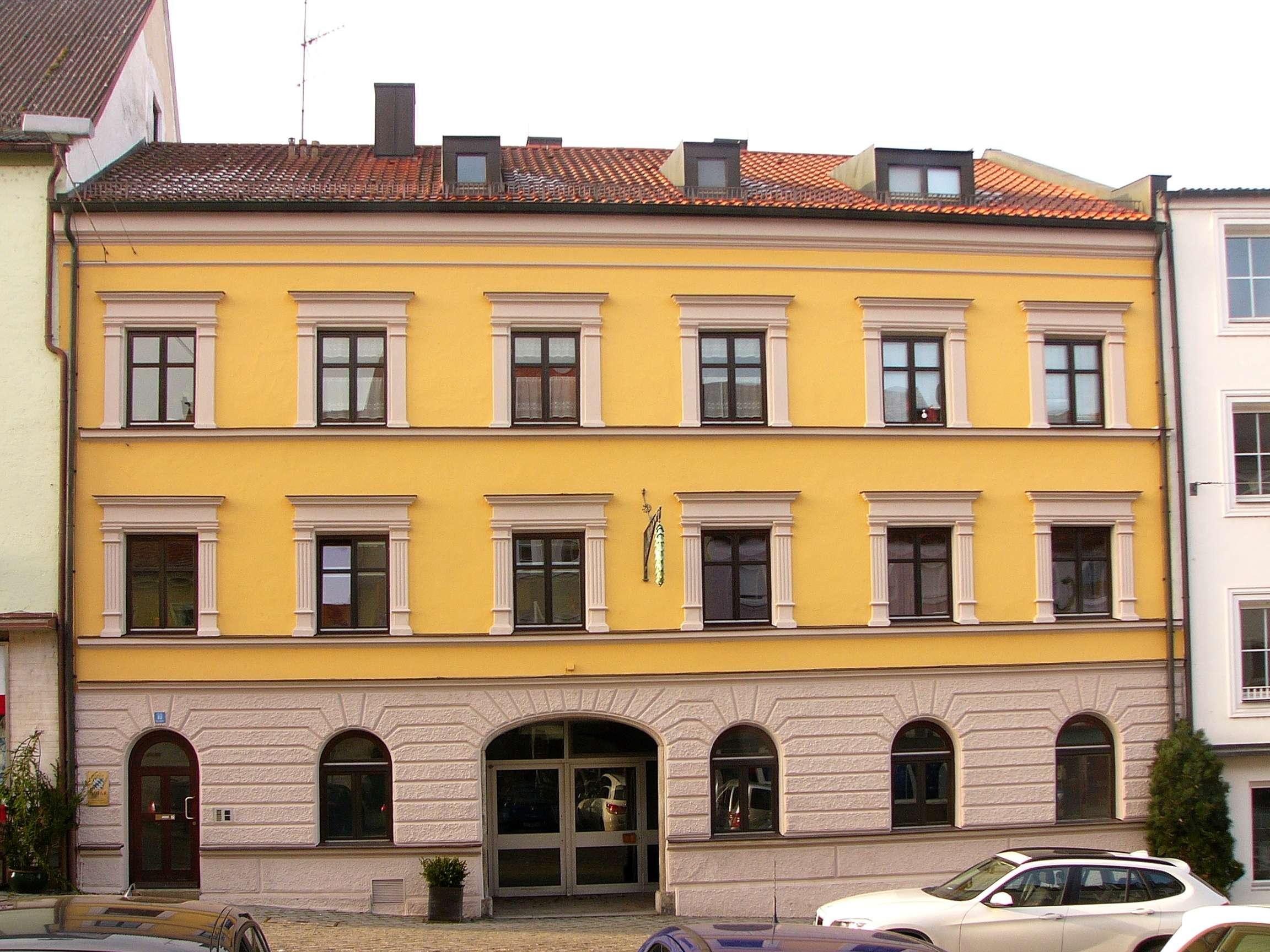 Helle, freundliche 3-Zimmer Dachterassenwohnung im Herzen Landaus in Landau an der Isar