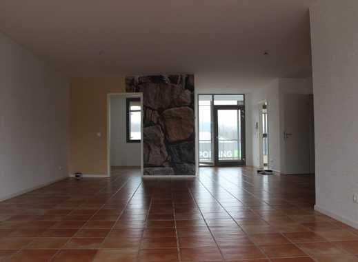 Barrierefreie, moderne Wohnung mit Aufzug, Balkon und Garage in MH-Saarn